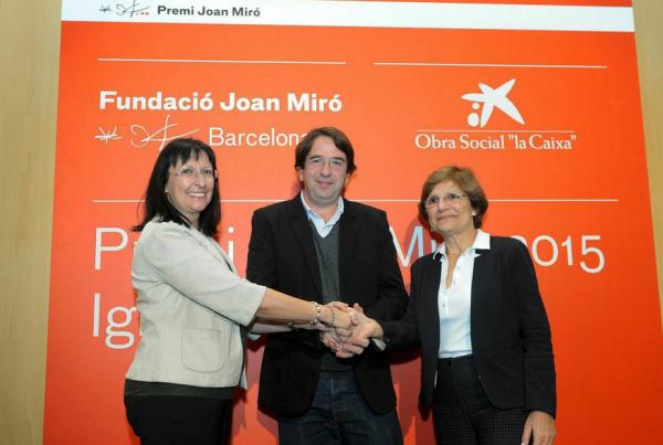 Elisa Durán, directora general adjunta de la Fundación \'la Caixa\', Ignasi Aballí y Rosa María Malet, directora de la Fundació Joan Miró | Ignasi Aballí, primer artista español en ganar el Premio Joan Miró