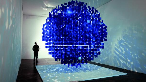 Julio Le Parc, Sphère bleue, 2001. Cortesía Galería Nara Roesler | Jacopo Crivelli incluye a doce iberoamericanos en la nueva Open Plan de SP-Arte 2015