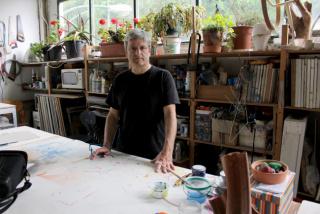 Manu Muniategiandikoetxea en el taller — Cortesía del Museo San Telmo