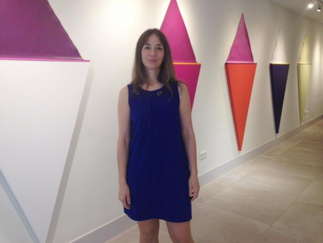 Silvia Lerín y su instalación de Lirios. Cortesía de la artista   Lxs últimos artistas premiados en España y Portugal