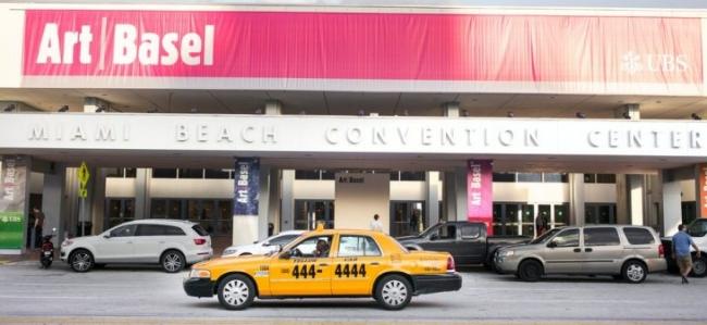 Entrada al Miami Beach Convention Center, donde se celebra Art Basel Miami Beach. Cortesía de UBS, su socio patrocinador principal | Una completa guía de la participación iberomericana en Art Basel Miami Beach 2018