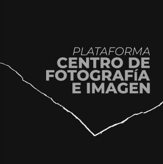 Logotipo de la Plataforma Centro de Fotografía e Imagen. Inspirado en la fotografía realizada por Ramón Masats en Tomelloso en 1960. Cortesía de la Plataforma Centro de Fotografía e Imagen