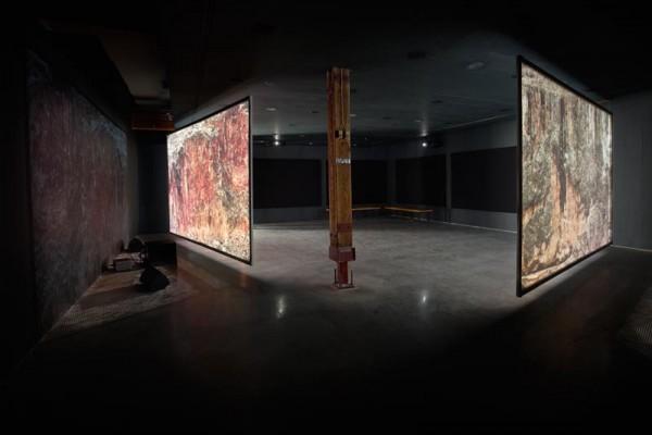 Vista de la exposición de David Zink Yi en la Charles H. Scott Gallery, en Vancouver. | Una veintena de jóvenes artistas peruanos residiendo fuera pero avalados dentro