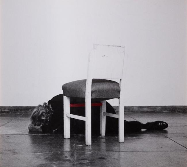 Obra de Helena Almeida en Helga de Alvear. Cortesía de la galería | Doce mujeres desafían al dominio masculino en Apertura Madrid