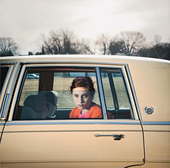 The Pale Yellow Cadillac- Sadie- Portland- Maine- 2010 © Cig Harvey. Cortesía de Foto Colectania | #loquehayquever en España: la colección Gilman y González-Falla llega a Barcelona