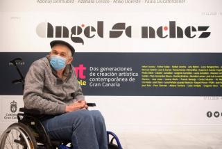 Ángel Sánchez en la inauguración de su exposición. Cortesía del Centro Atlántico de Arte Moderno (CAAM)