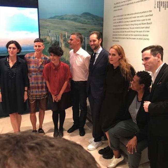 Mariela Scafati (tercera por la izqda.) junto a los miembros del jurado del BMW Art Journey. Pantallazo de la web de la galería Isla Flotante (Buenos Aires) | Mariela Scafati brilla con luz propia en Art Basel Miami Beach 2017