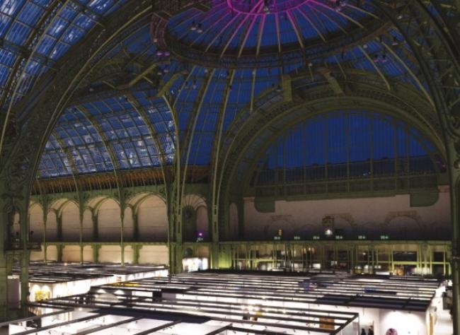 Vista del majestuoso techo de cristal del Grand Palais. Cortesía de Art Paris | París, cruce de caminos entre Europa y Latinoamérica