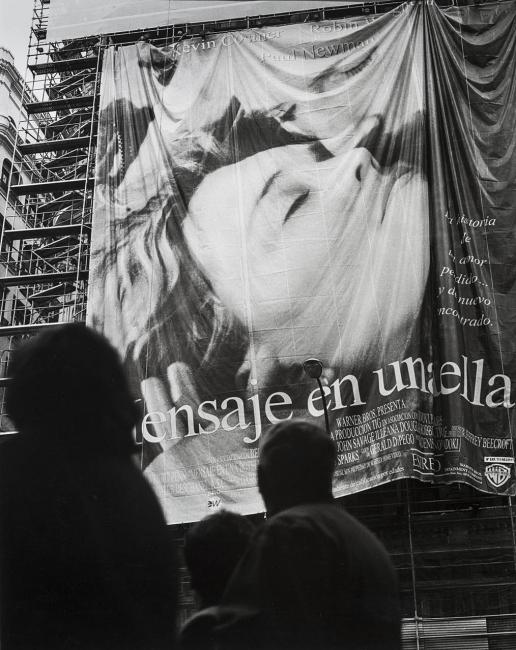 Fotografía de la serie Gran Via, 2000 de Enrique Sáenz de San Pedro | Obras para descubrir de 6 mujeres y 6 hombres