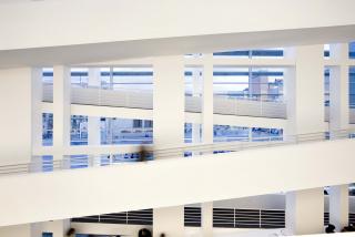 Vista interior del MACBA. Foto de Rafael Vargas. Cortesía del MACBA