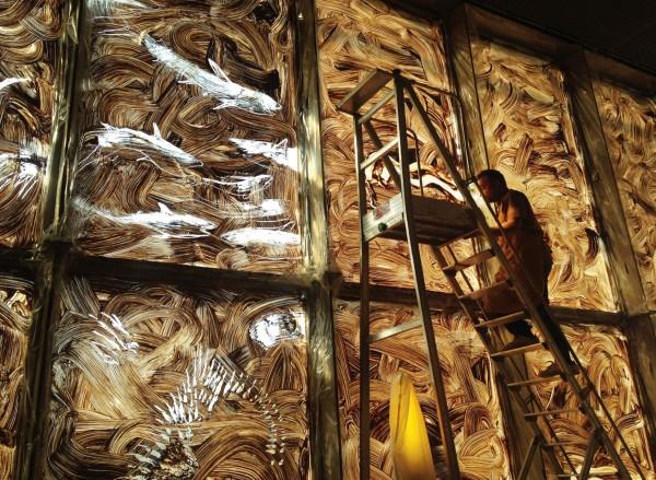 Miquel en plena elaboración de sus frescos de arcilla en la BNP | Miquel Barceló toma de nuevo París con exposiciones en la Biblioteca Nacional y el Museo Picasso