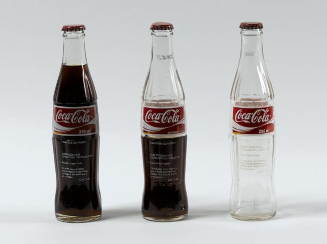 Cildo Meireles. Coca Cola. 1979. Cortesía del MAMBA | #loquehayquever en Argentina: Latinoamérica y Europa se encuentran en el MAMBA