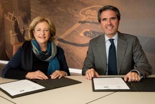 Patricia Phelps de Cisneros y Jaime García del Barrio, Director General del MUN, en la firma convenio de donación Colección Patricia Phelps Cisneros al Museo Universidad de Navarra.
