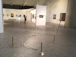 Exposición en el IAACC Pablo Serrano de Zaragoza. Cortesía de Bodega ENATE