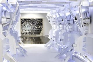 """Vista de la exposición """"Planeta de Cristal (Crystal Planet)"""" de Dagoberto Rodríguez en Piero Atchugarry Gallery (Miami). Cortesía de la galería"""