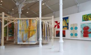 Vista de la exposición Vivian Suter, 2021. Cortesía del Museo Reina Sofía (Madrid)