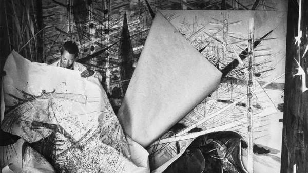 Wifredo Lam ante una de sus obras de la serie Brousses en su taller de Albissola, 1963. Cortesía del Reina Sofía de Madrid | Avance de grandes citas expositivas del 2016