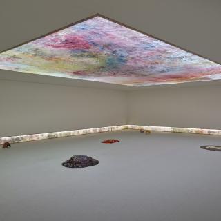 Vista de la exposición de Hugo Canoilas en el Serralves (Oporto). Cortesía de la Fundação de Serralves