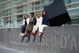 De izda. a dcha: Ada Colau, alcaldesa de Barcelona y presidenta del Consorcio; Elvira Dyangani Ose, nueva directora del MACBA; Natàlia Garriga, consejera de Cultura de la Generalitat de Catalunya; y Ainhoa Grandes, presidenta de la Fundación MACBA.