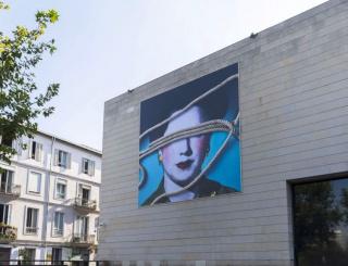 """""""Los cielos están cosidos"""", reciente intervención en la fachada del IVAM de la mano de la artista Carmen Calvo. Cortesía del IVAM"""