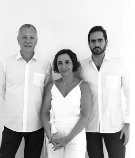 Ricardo Trevisan (izqda.), Camila Siqueira y Rodrigo Editore. Fotografía extraída de su la cuenta de Instagram de Casa Triângulo