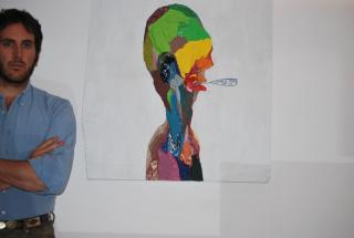 """Victorino Rosón Diez Feijóo junto a """"Untitled"""" de Chris Johanson – 2007. Adquirido a la galería Mitchell-Innes & Nash (NY, USA). Cortesía de Victorino Rosón Diez Feijoo"""