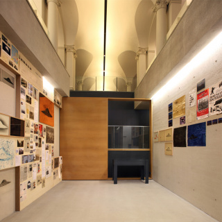 Archivo OVNI Archive (2007-2017) (2017) Instalación in situ. - Obra de Rosell Meseguer