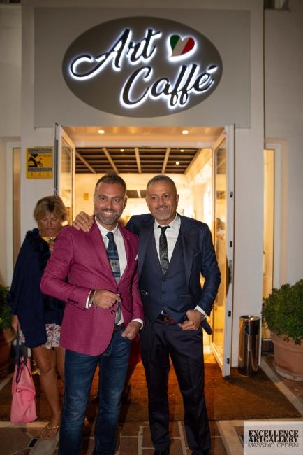 La nueva sede de Excellence Art Gallery & Art Caffè con el titular Massimo Cedrini y el director artistico Giuseppe Carnevale.