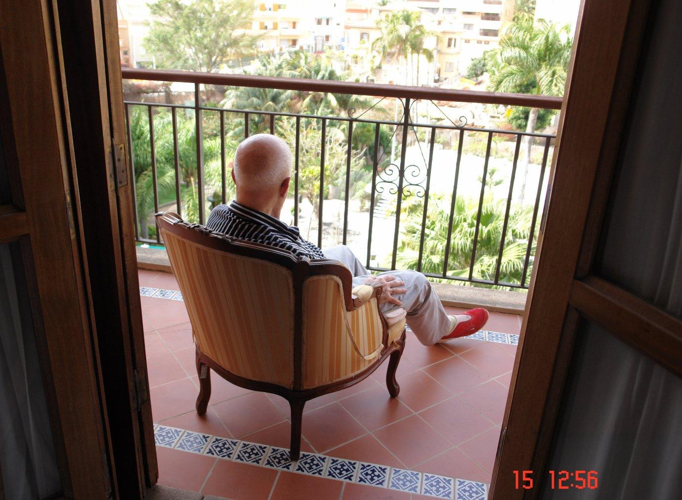 Acaso. La imagen en el balcón (2009) - Juan Hidalgo Codorníu
