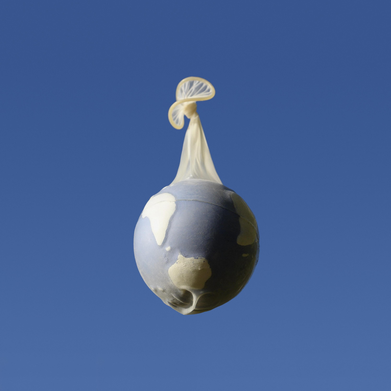 El mundo en un condón (2008) - Juan Hidalgo Codorníu