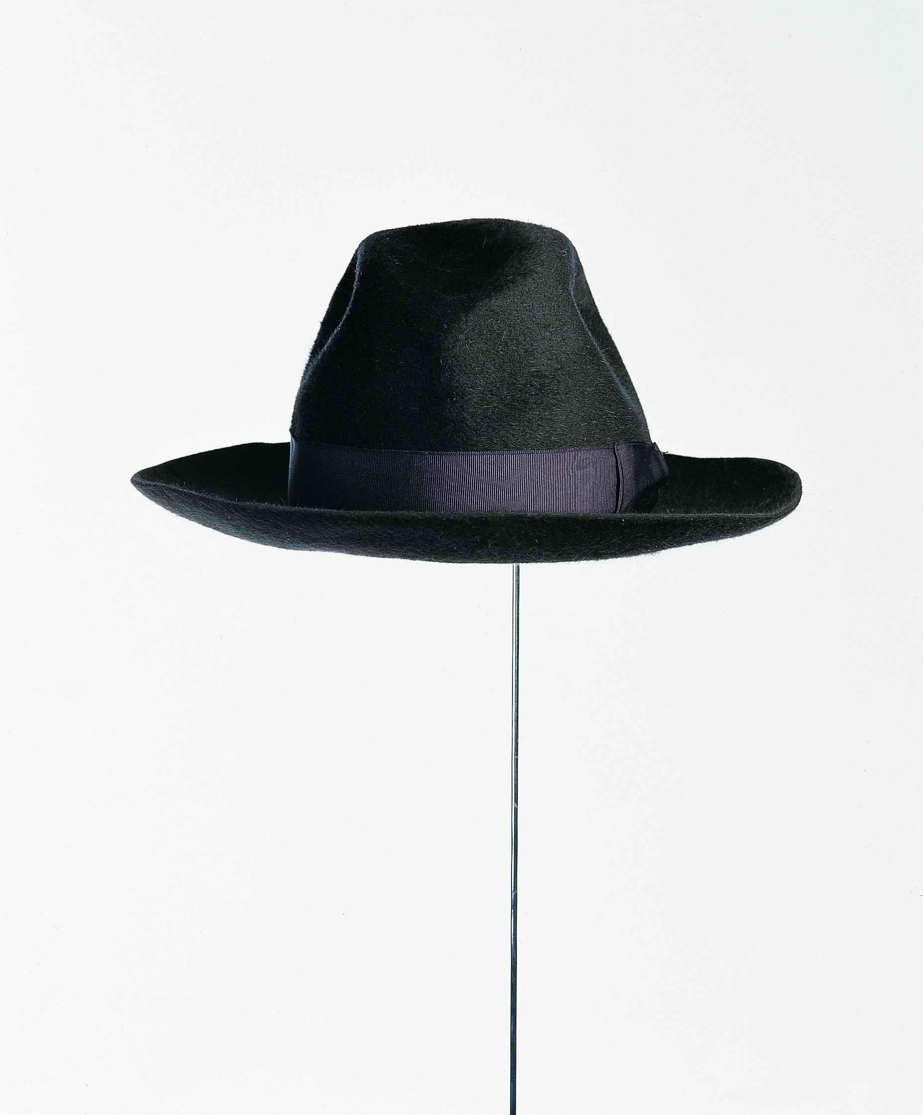 Un sombrero más (2001) - Juan Hidalgo Codorníu