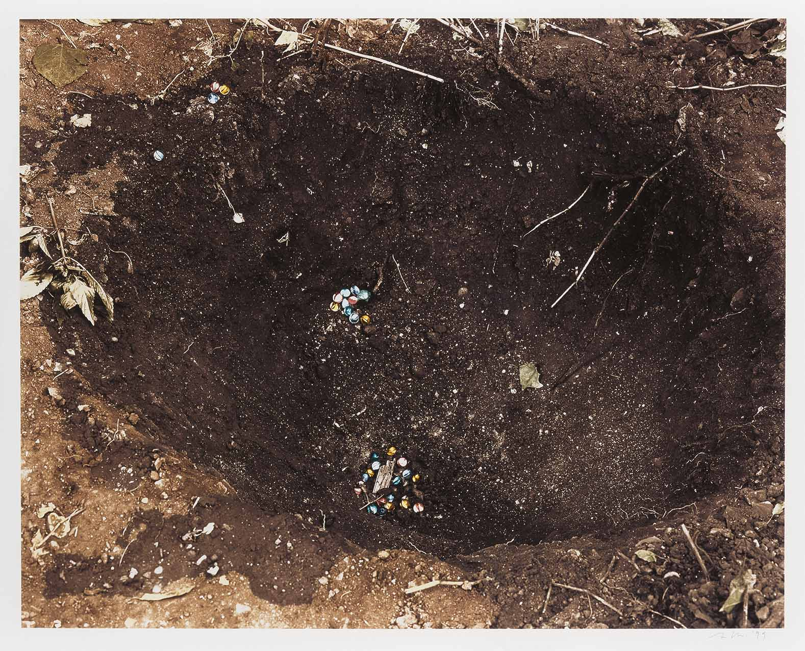 Hole in the ground (1998) - Hannah Collins