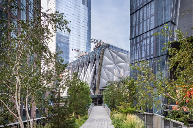 The Shed seen from the High Line, October 2018. Photo: Brett Beyer. Project Design Credit: Diller Scofidio + Renfro, Lead Architect, and Rockwell Group, Collaborating Architect. Cortesía de The Shed