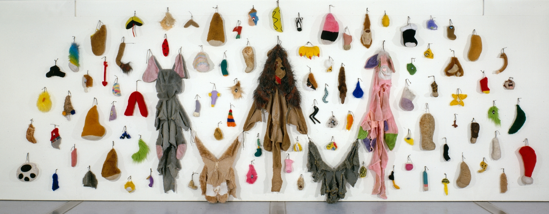 Les restes II (2000) - Annette Messager