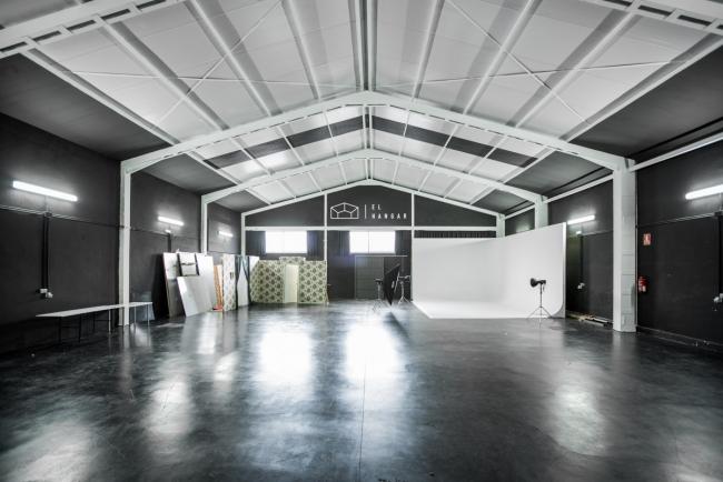 El hangar, uno de los 2 platós industriales para grandes producciones