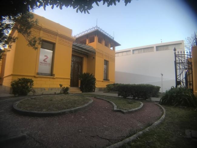 Bellas Artes de amarillo a la derecha, MAC de blanco a la izquierda