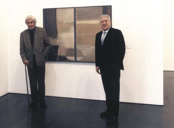 Lluis Bassat (drcha.) con Albert Ràfols Casamada en el MACBA