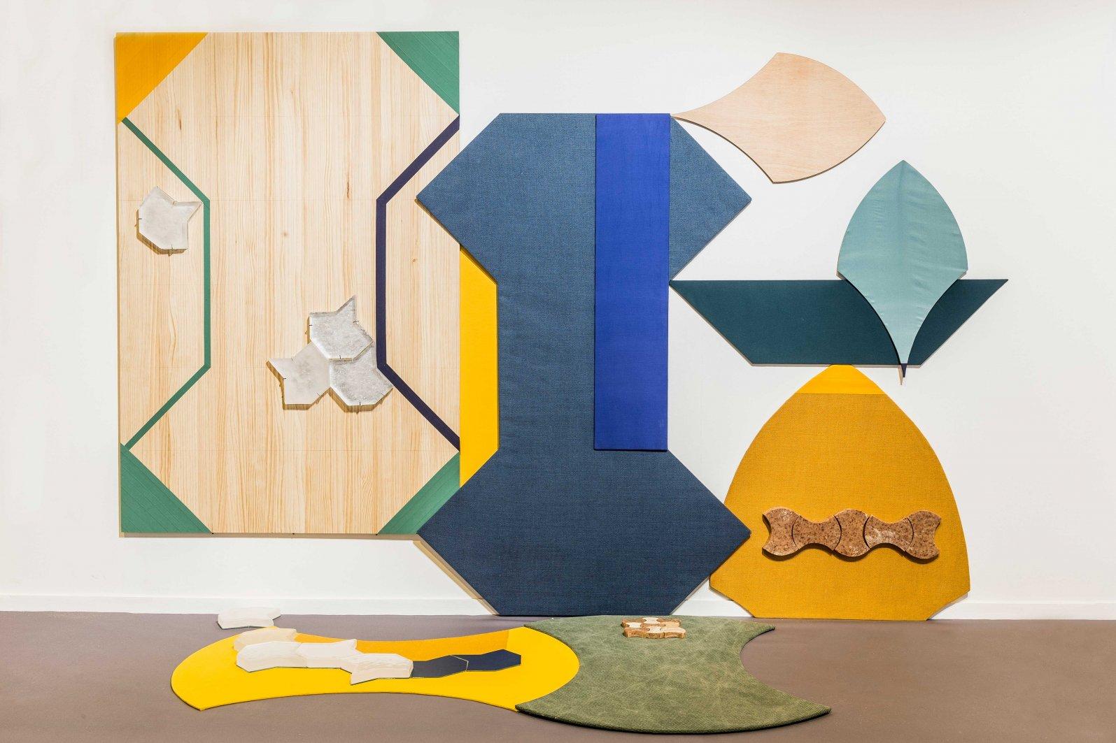 Pétalo, hueso, aguja, huso, madera, tela, jabón, vidrio, pintura (2016) - Miren Doiz