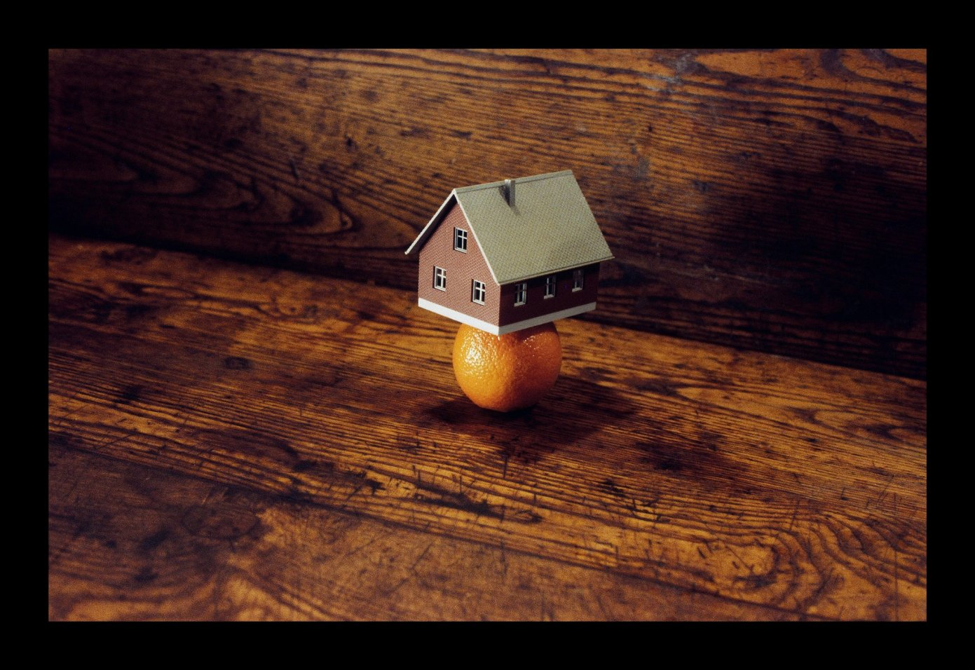 Home (2007) - Manuel Saiz