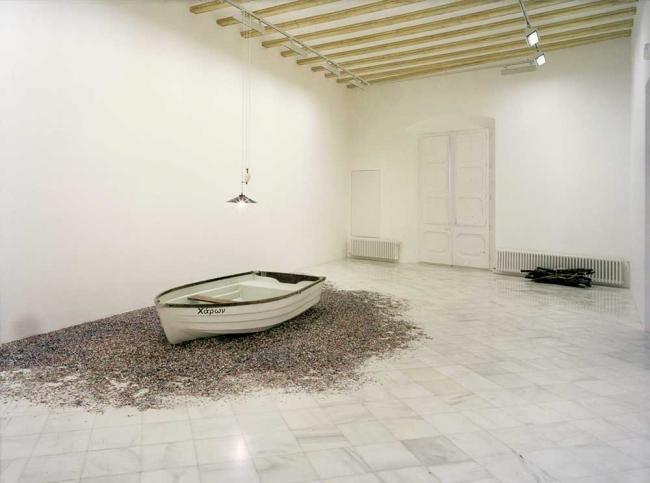 Obra de Joan Brossa en la exposición inaugural de la galería Miguel Marcos en Barcelona en 1998 - Cortesía Miguel Marcos