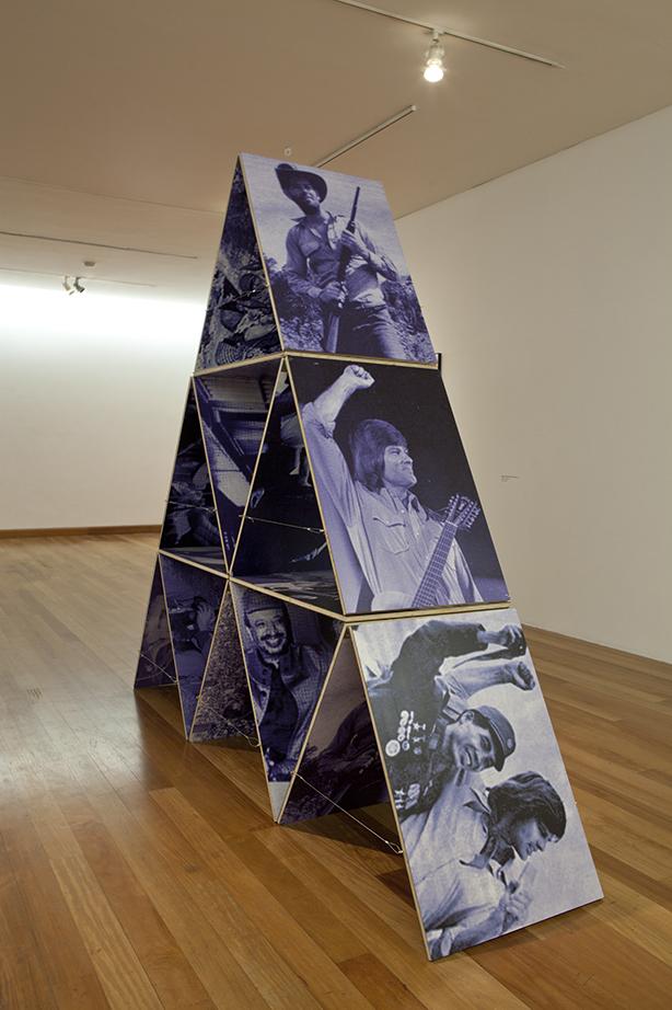 Casa de cartas IV (2013) - Mario Navarro