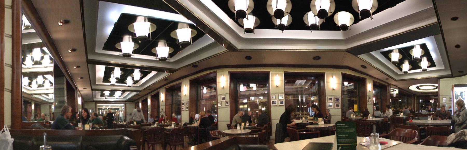 Slavia Café (2010) - Miriam Durango