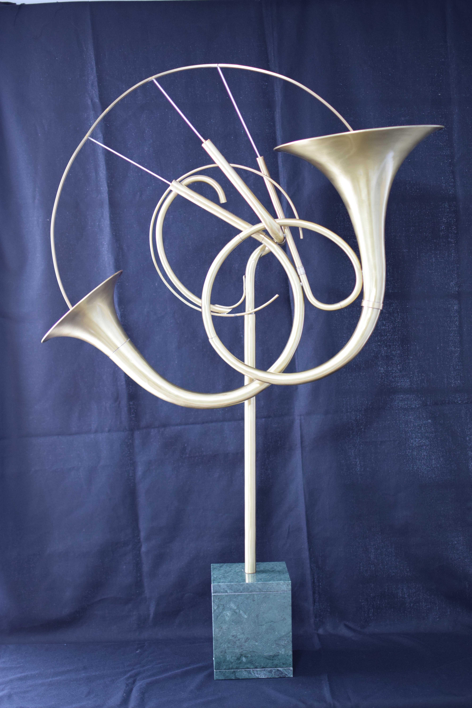 Con metal y música se hace una escultura