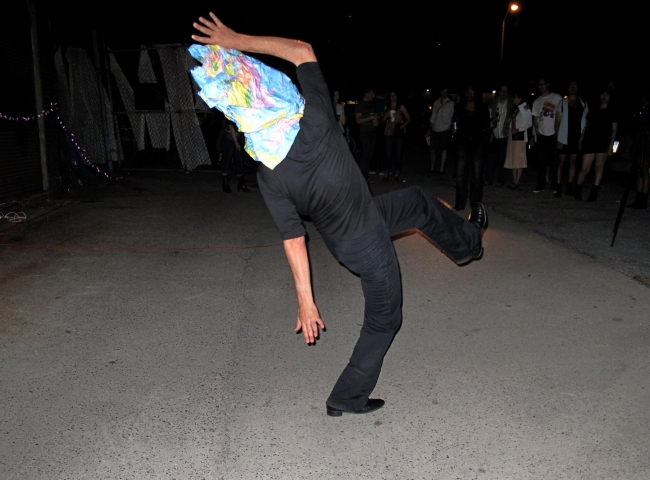 "Mundi (performance in ""9th Transmodern Performance Festival"", Baltimore, USA, 2012)"
