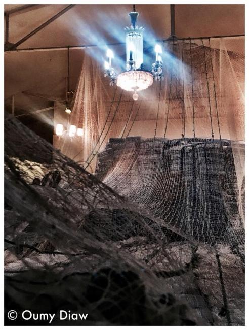 """instalación : """"esta lloviendo en el mar"""", 15mx5mx5m, (foto : Oumy Diaw)"""