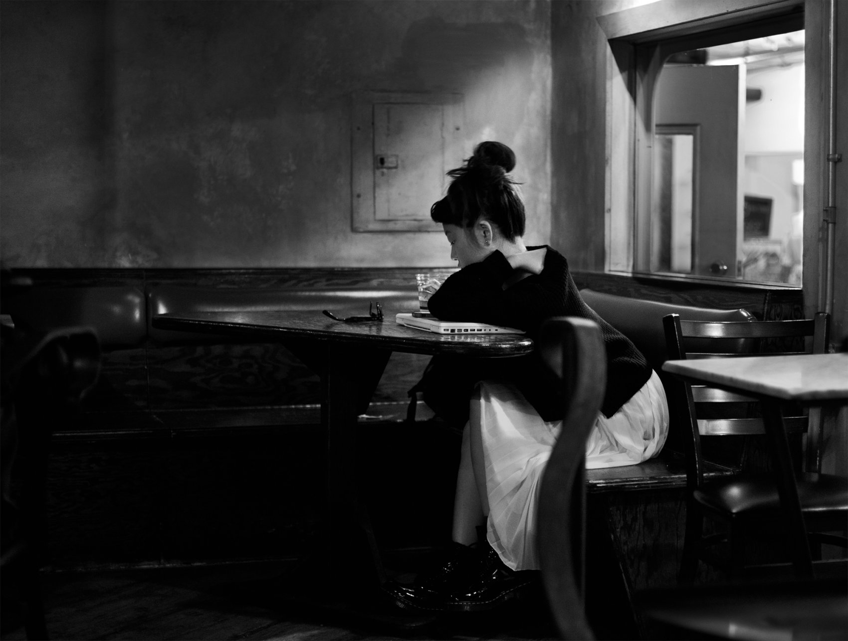 girl at a coffee place (2013) - Alex Contell