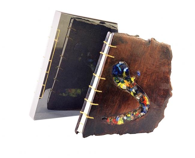 Encuadernación de cosido visto con cubiertas de barro con cristales