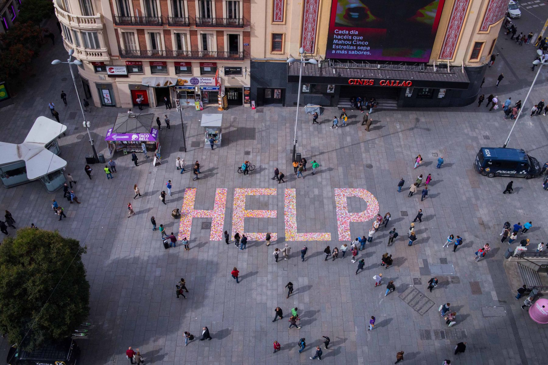 HELP (2018) - Yolanda Domínguez
