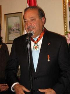 El Ing. Carlos Slim durante la ceremonia en la que recibió la Condecoración Orden del Cedro Nacional en Grado Gran Oficial, otorgada por la Embajada de Líbano en México. Cortesía de Carlos Slim Helú