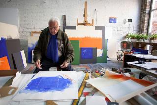 Alfons Borrell en su estudio, 2016. photo: Olivier Collet. Vía nota de prensa. Cortesía de la galería Joan Prats (Barcelona)